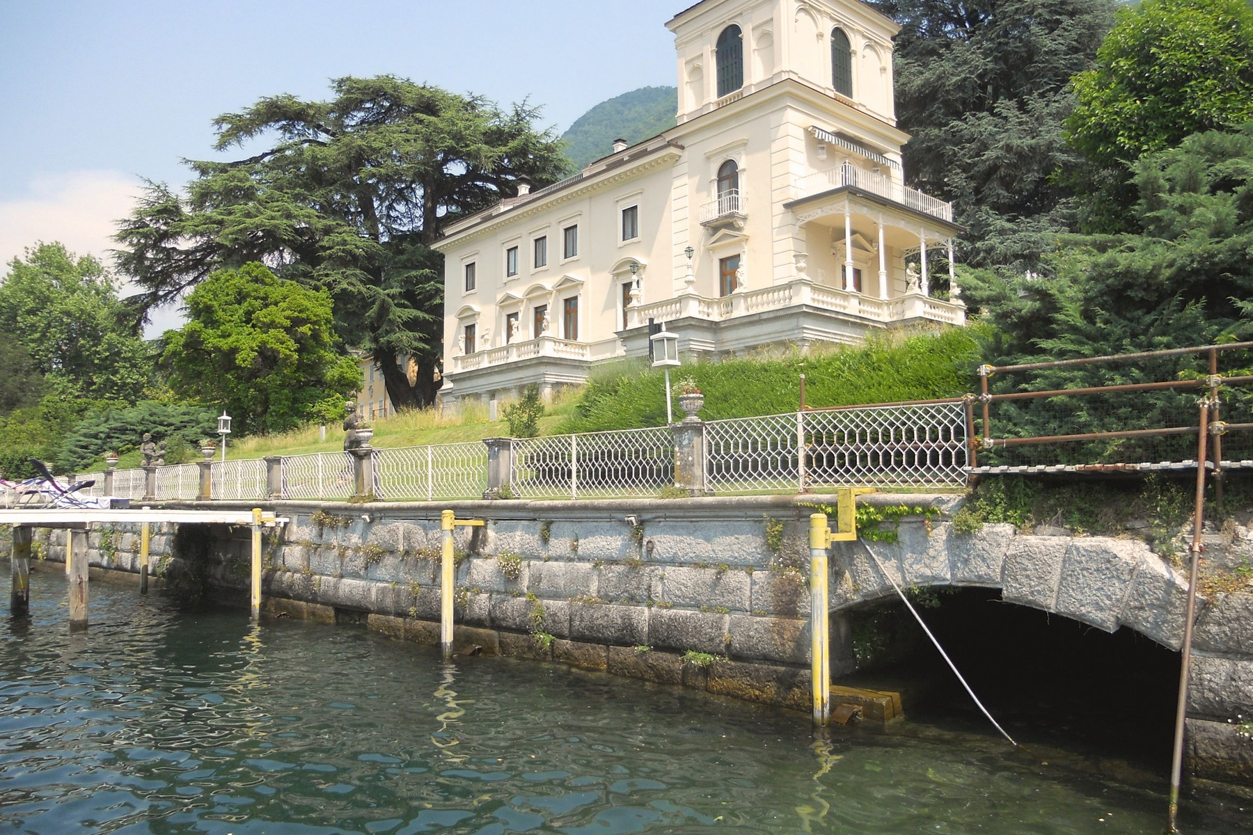 Appartement pour l Vente à Prestigious apartment in period villa on Lake Como Via Caronti Blevio, Como 22020 Italie