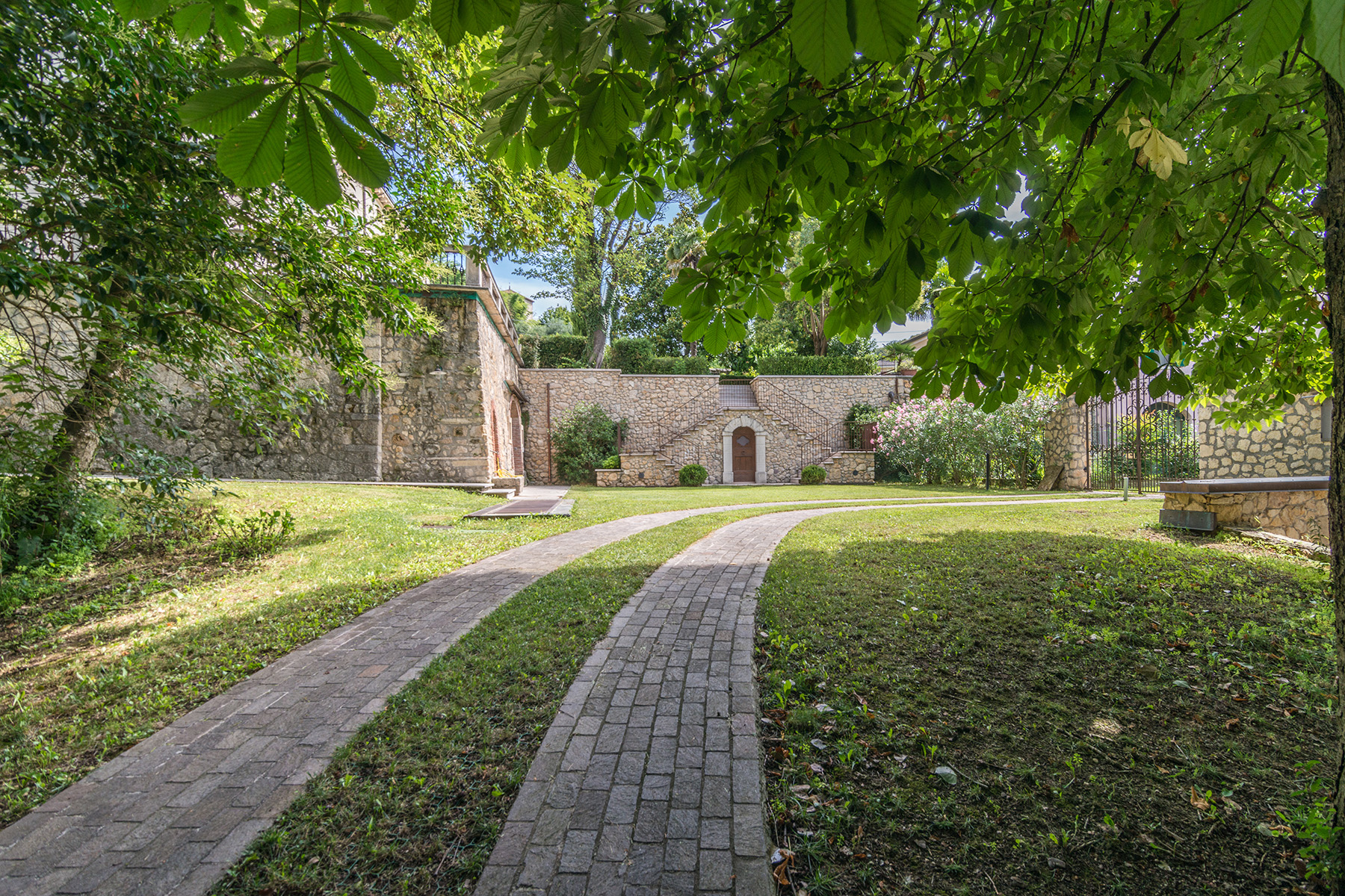 Additional photo for property listing at Antique villa immersed in the Verona hills via Sparavieri Other Verona, Verona 37024 Italia