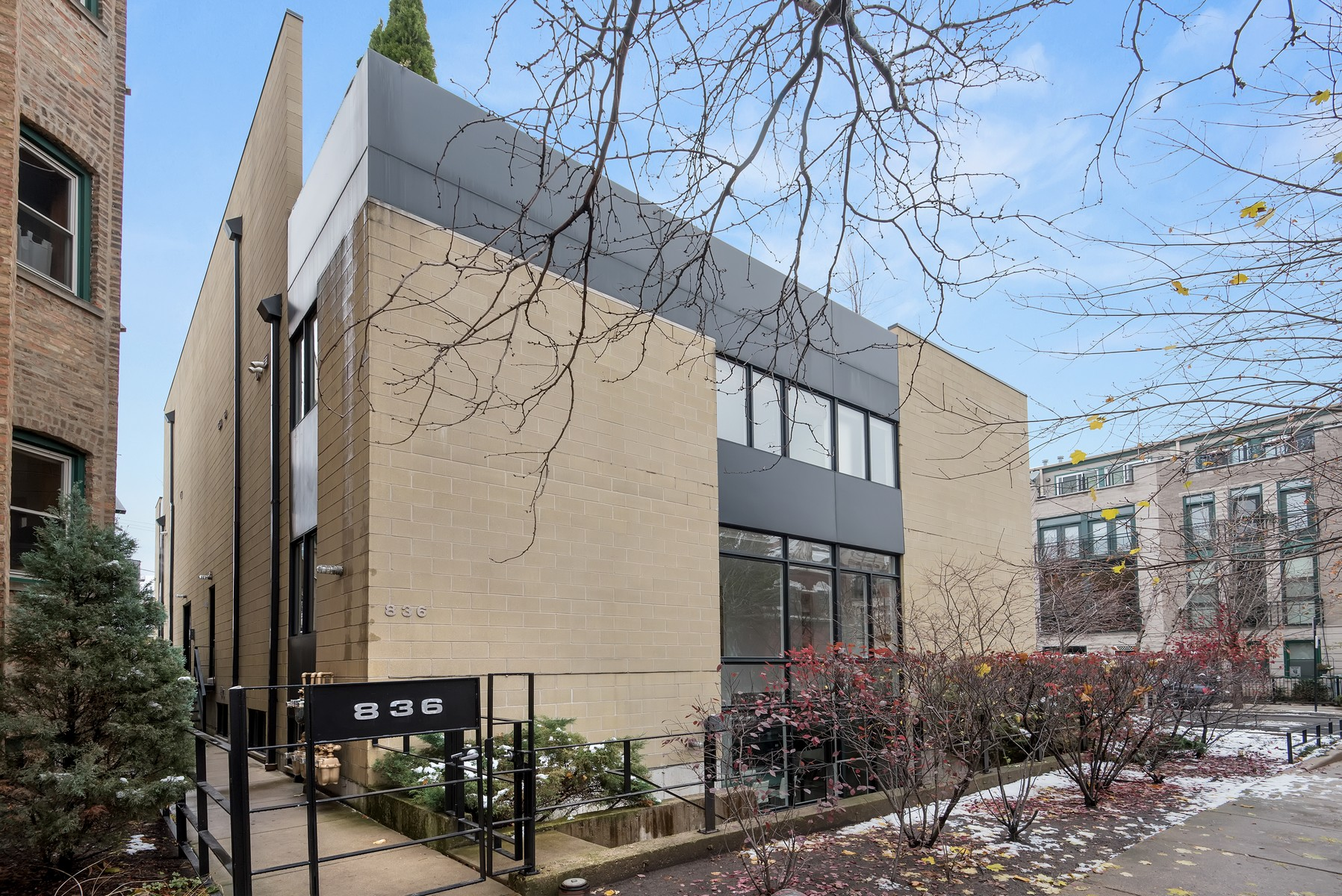 Кондоминиум для того Продажа на Stunning Duplex in Hot East Village 836 N Paulina Street Unit 101 Chicago, Иллинойс, 60622 Соединенные Штаты