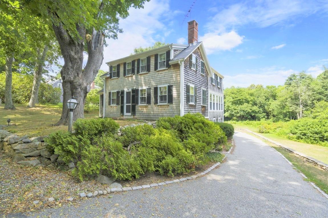 Casa Unifamiliar por un Venta en Nostalgic 18th Century Cape 88 Surplus Street Duxbury, Massachusetts, 02332 Estados Unidos