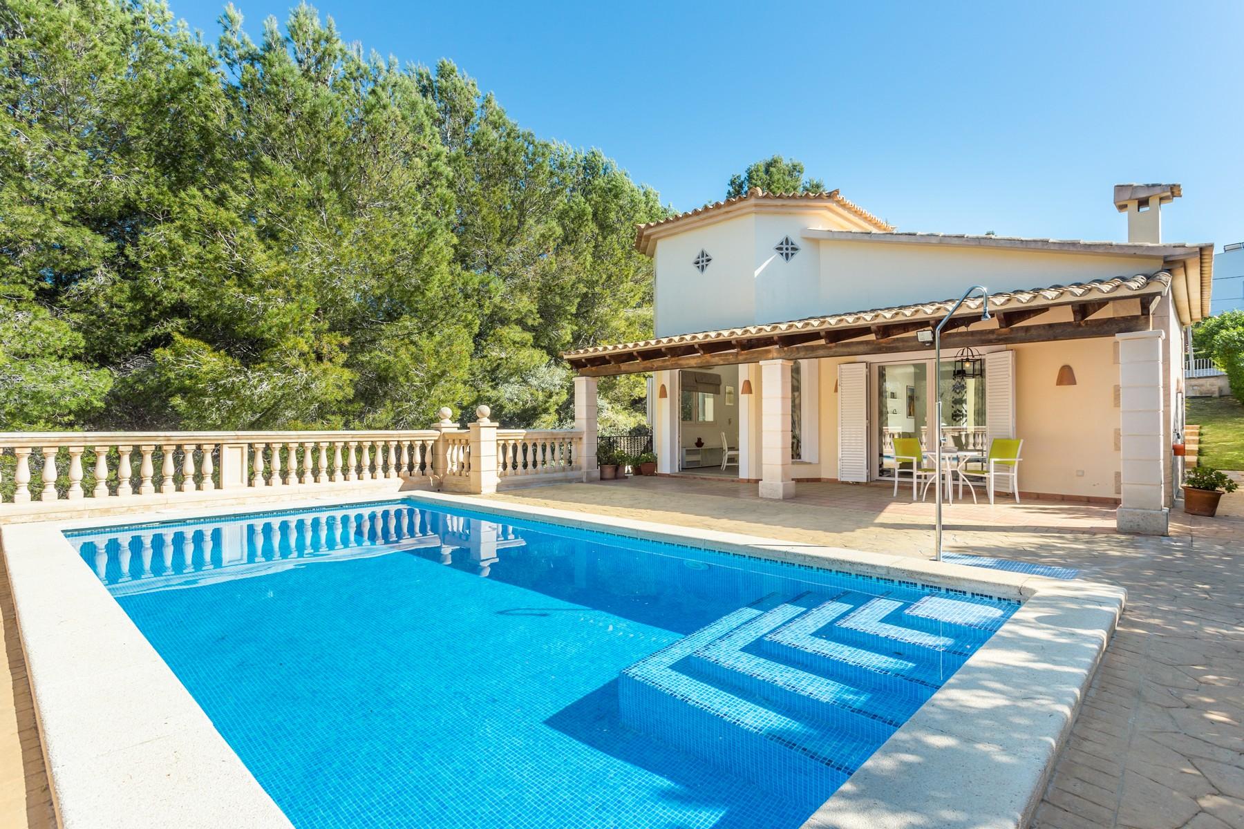 Casa para uma família para Venda às Lovely Mediterranean villa in Costa de la Calma Santa Ponsa, Palma De Maiorca, 07180 Espanha