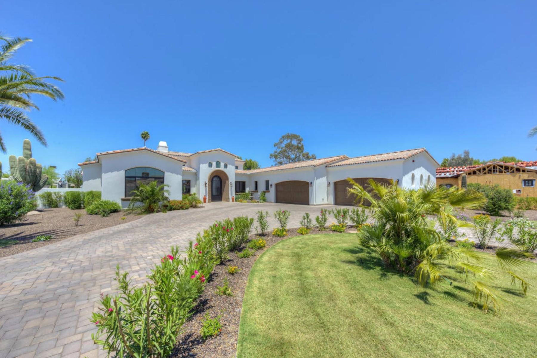 단독 가정 주택 용 매매 에 Exquisite Custom Home by Award Winning Builder, Gray PropertieS 8346 E Kalil DR Scottsdale, 아리조나, 85260 미국