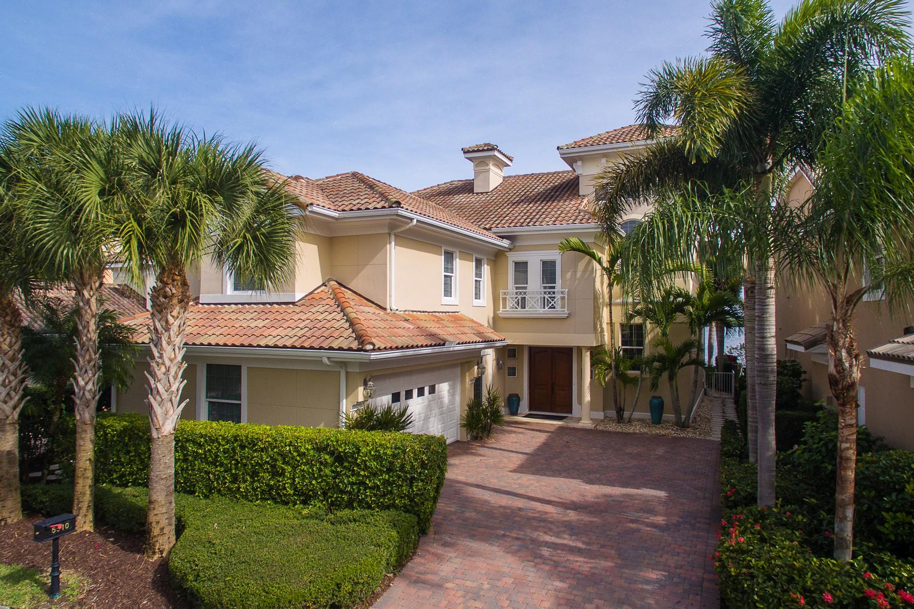 独户住宅 为 销售 在 Magnificent 5 Bedroom Riverfront home in Grand Harbor 5510 E Harbor Village Drive Grand Harbor, 维罗海滩, 佛罗里达州, 32967 美国