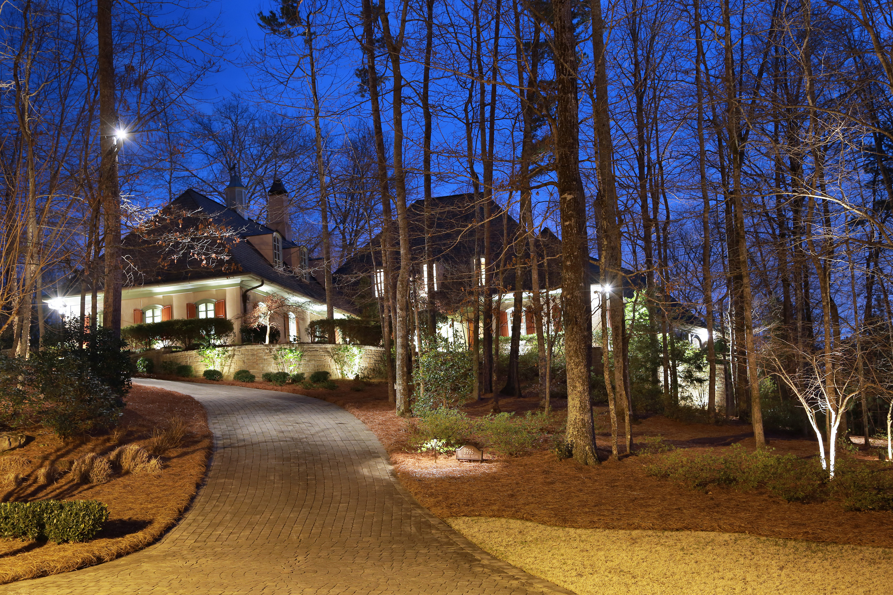 Casa para uma família para Venda às French Inspired Estate in Country Club of the South 8995 Old Southwick Pass Alpharetta, Geórgia 30022 Estados Unidos
