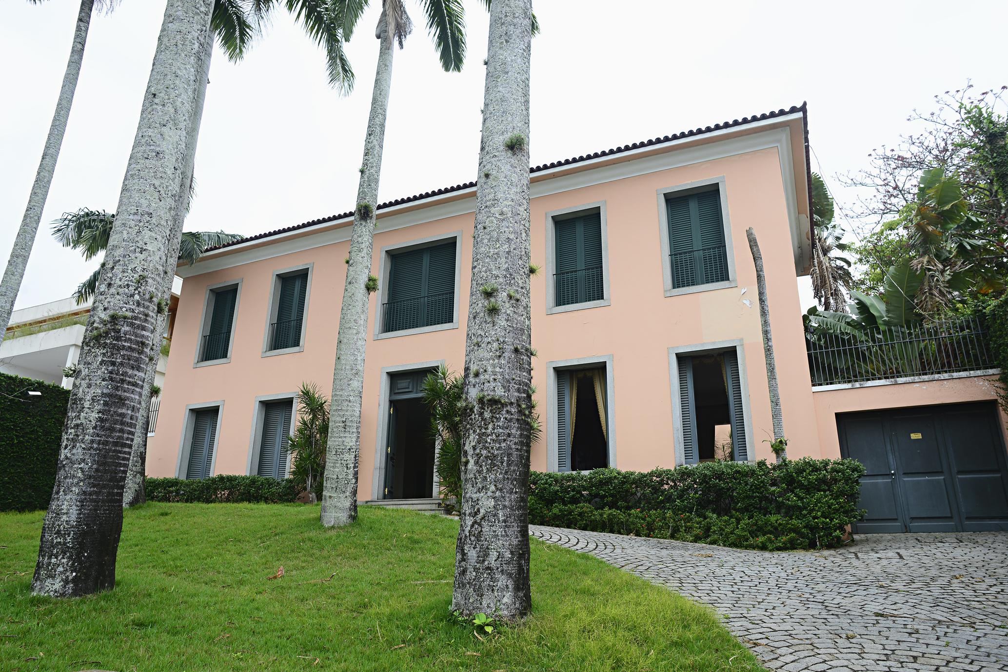 Частный односемейный дом для того Продажа на Classy Mansion Rua Embaixador Graça Aranha Rio De Janeiro, Рио-Де-Жанейро, 22450090 Бразилия