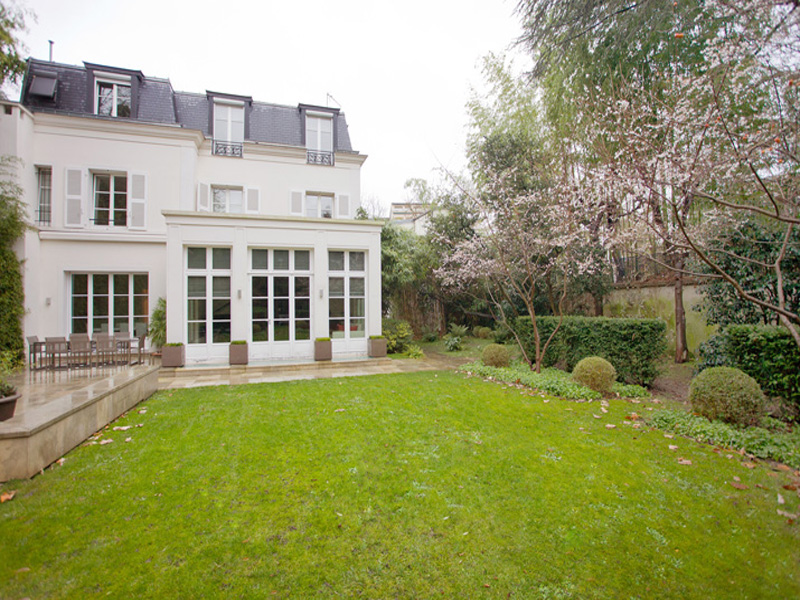 Other Residential for Sale at Private Mansion with swimming pool- Saint James Neuilly, Ile-De-France 92200 France