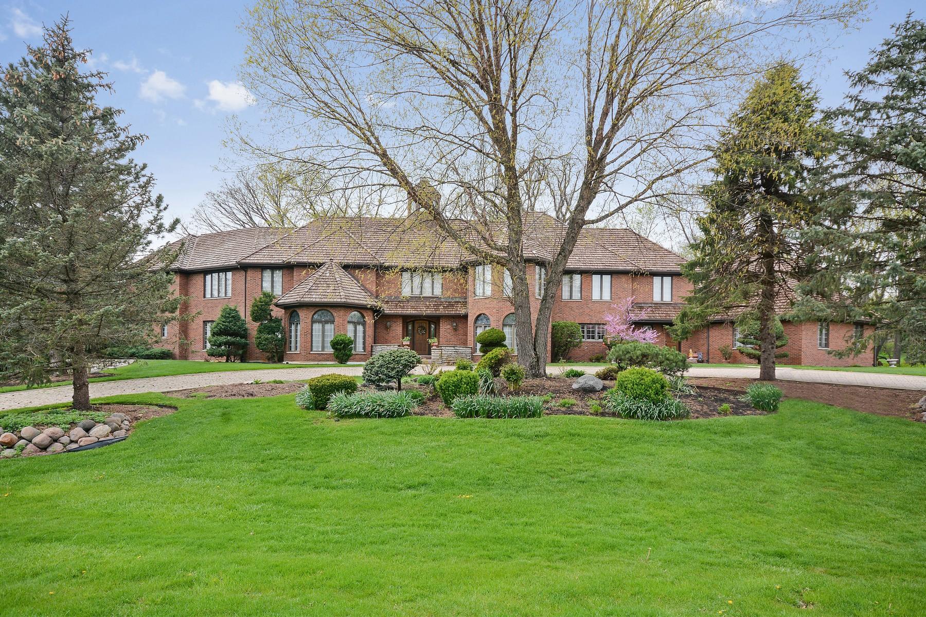 Casa para uma família para Venda às Custom All Brick Home 4N150 Lake Eleanor Court Wayne, Illinois, 60184 Estados Unidos