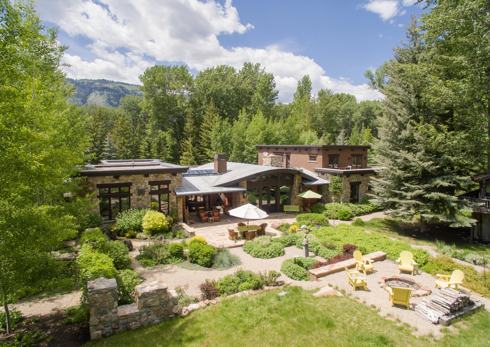 Maison unifamiliale pour l Vente à Old World Craftsmanship Meets Contemporary Mountain Living 102 Sutton Place Ketchum, Idaho, 83340 États-Unis