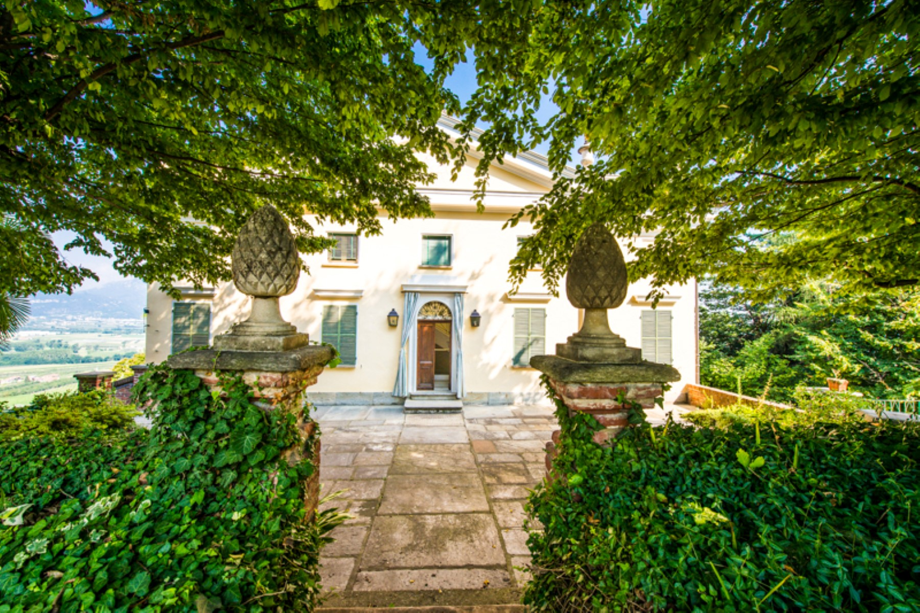 Additional photo for property listing at Splendid villa with a winery in a Piedmont Via Pagno  Terre Rosse Saluzzo, Cuneo 12100 Italy