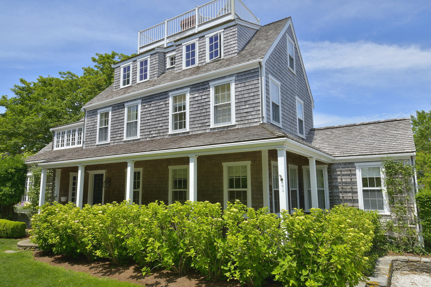 Vivienda unifamiliar por un Venta en Cliff Living at its Best! 5 Kite HIll Nantucket, Massachusetts 02554 Estados Unidos