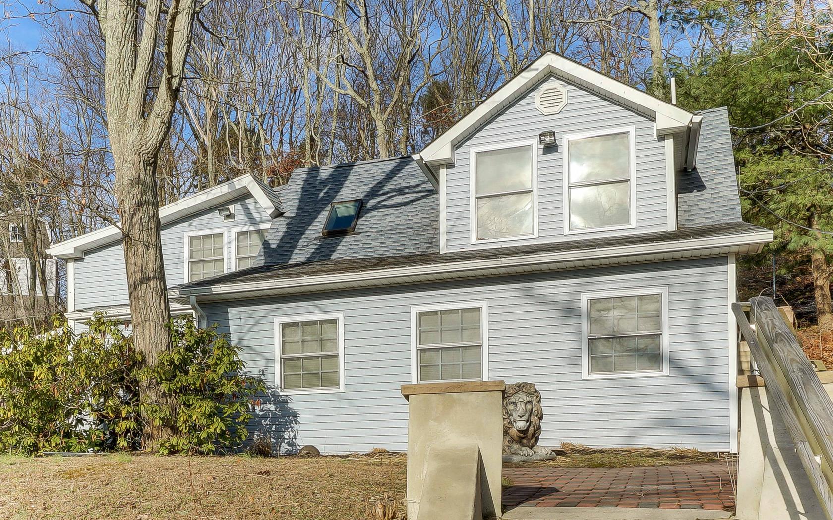 Casa Unifamiliar por un Venta en Shark River Hills Home 230 Hillside Drive Neptune, Nueva Jersey 07753 Estados Unidos