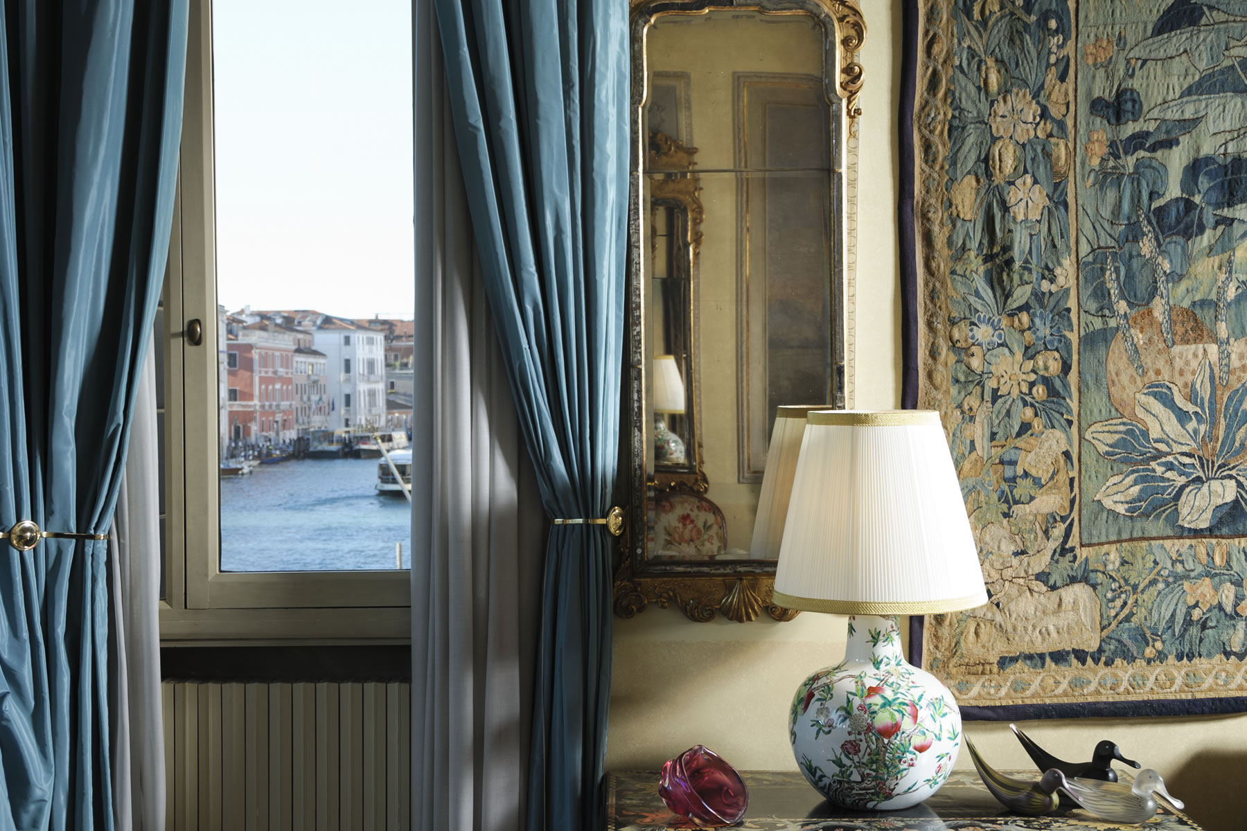 Additional photo for property listing at Grand Canal San Polo Venice, Venice Italia