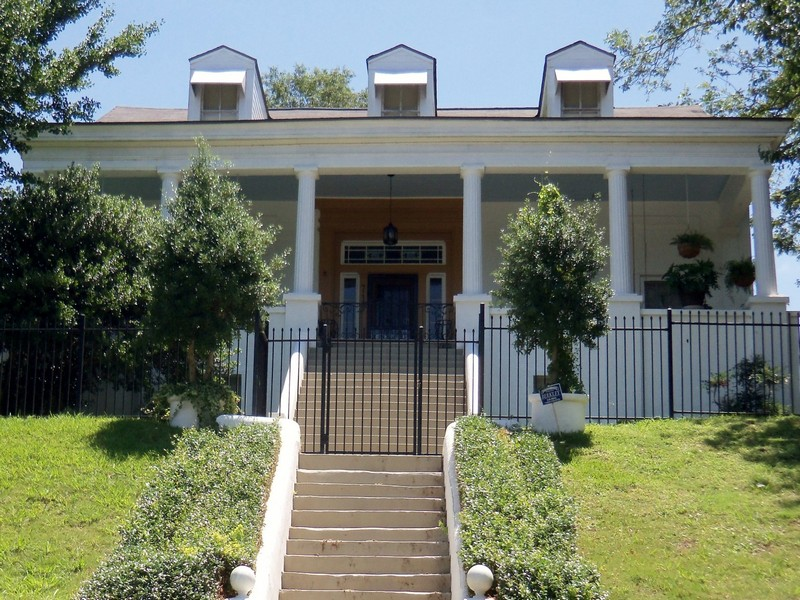 Single Family Home for Sale at Hansford Hill 719 Farmer Street Vicksburg, Mississippi 39183 United States