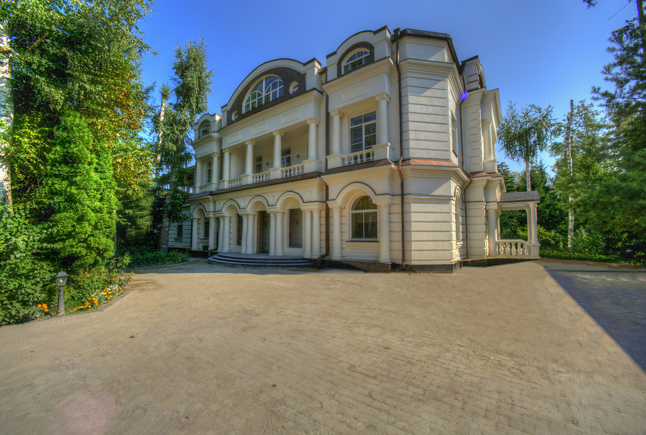sales property at Elegant mansion in the classical style