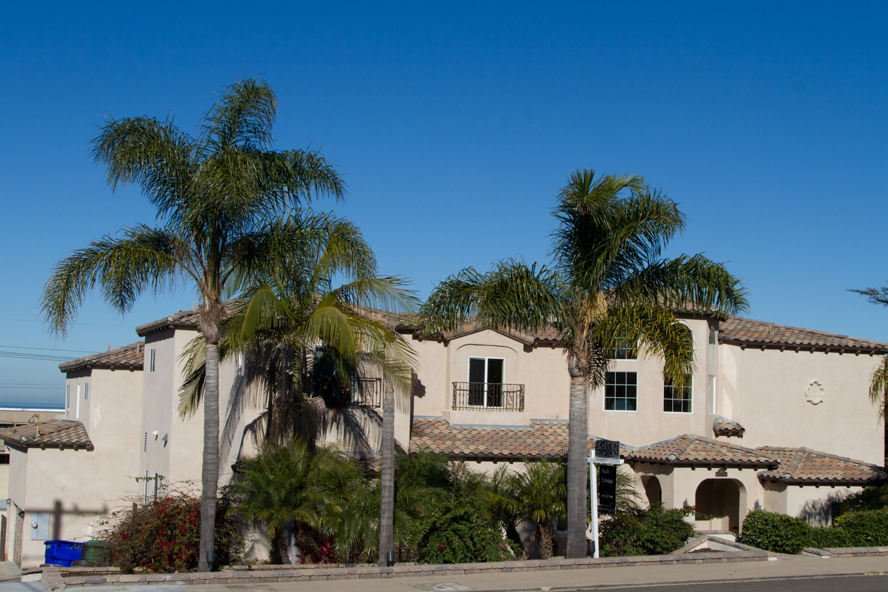 sales property at 2660 Poinsettia Drive