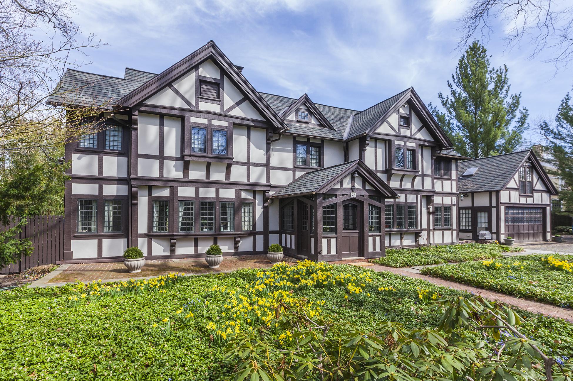 Einfamilienhaus für Verkauf beim The Very Best of Old & New 25 Cleveland Lane Princeton, New Jersey 08540 Vereinigte Staaten