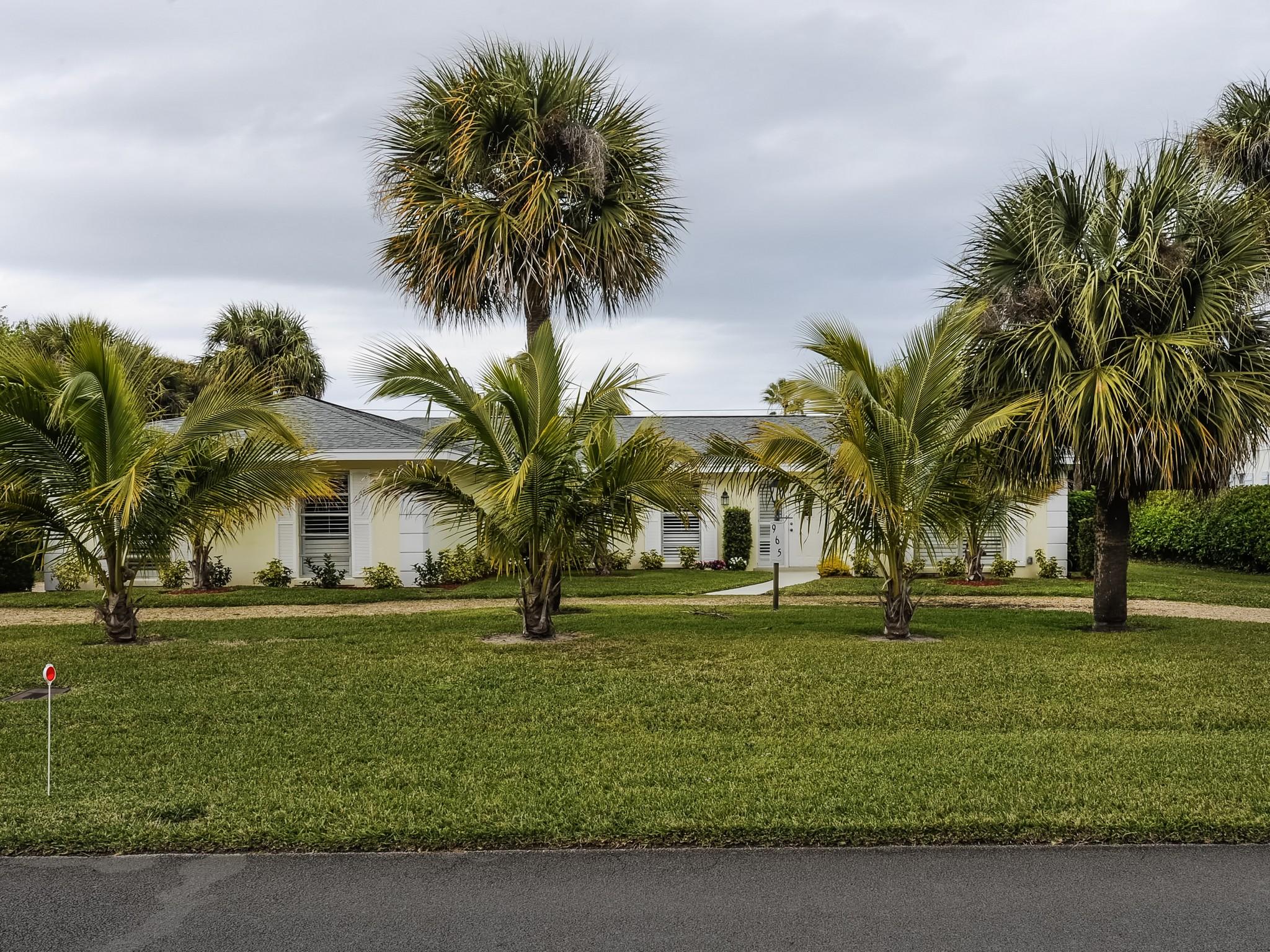 Villa per Vendita alle ore Riomar home steps from beach 965 Tulip Lane Vero Beach, Florida 32963 Stati Uniti