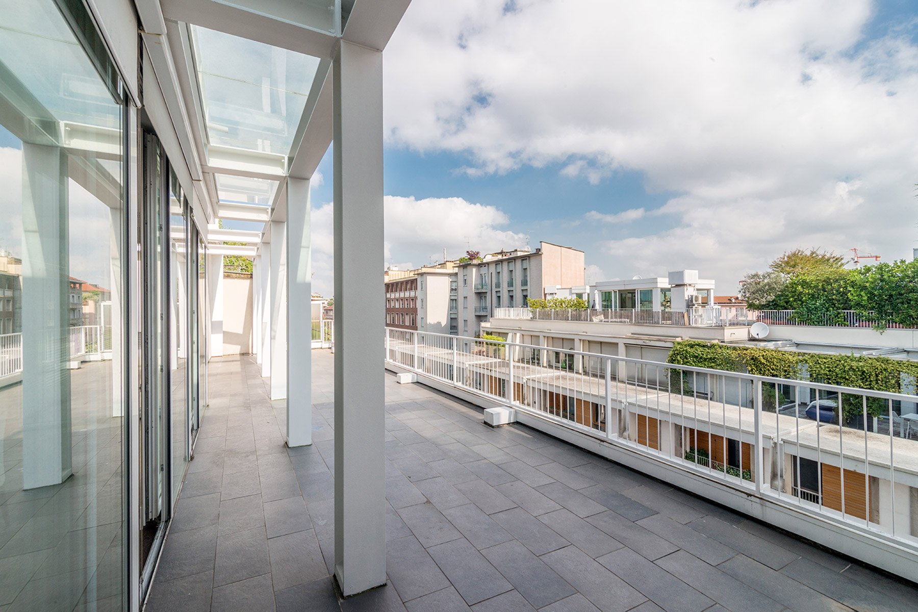 Additional photo for property listing at Panoramic apartment in a recently renovated building Via della moscova Milano, Milan 20121 Italy