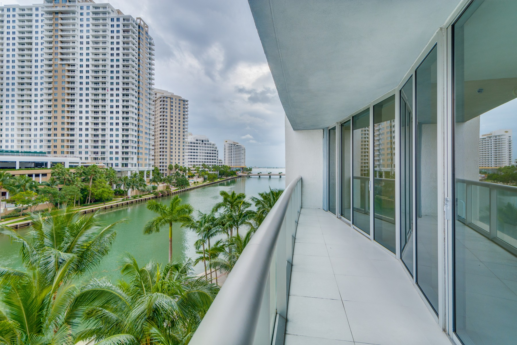 Property For Sale at 465 Brickell Ave #517