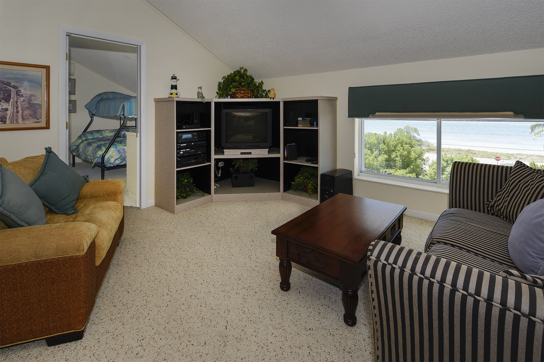 Additional photo for property listing at Desirable Sandglass Unit 74980 Overseas Highway #4 Islamorada, フロリダ 33036 アメリカ合衆国