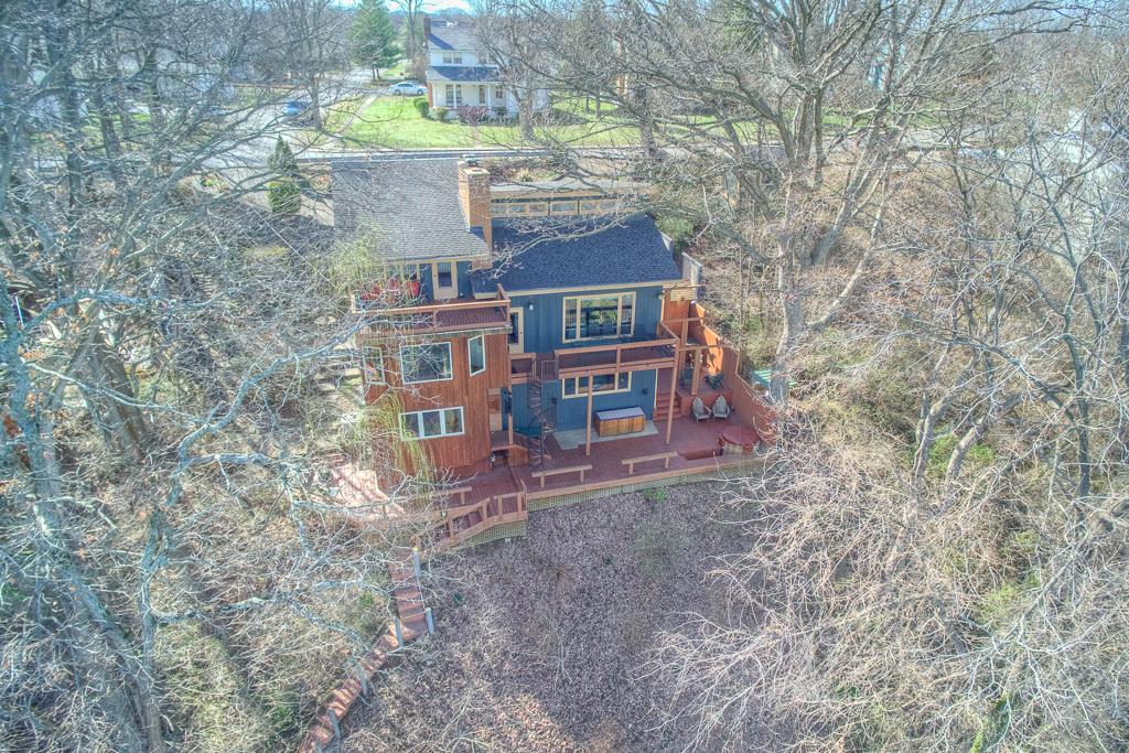 Casa para uma família para Venda às SOPHISTICATED CONTEMPORARY LAKESIDE LIVING 1007 Riverside Drive Old Hickory, Tennessee 37138 Estados Unidos