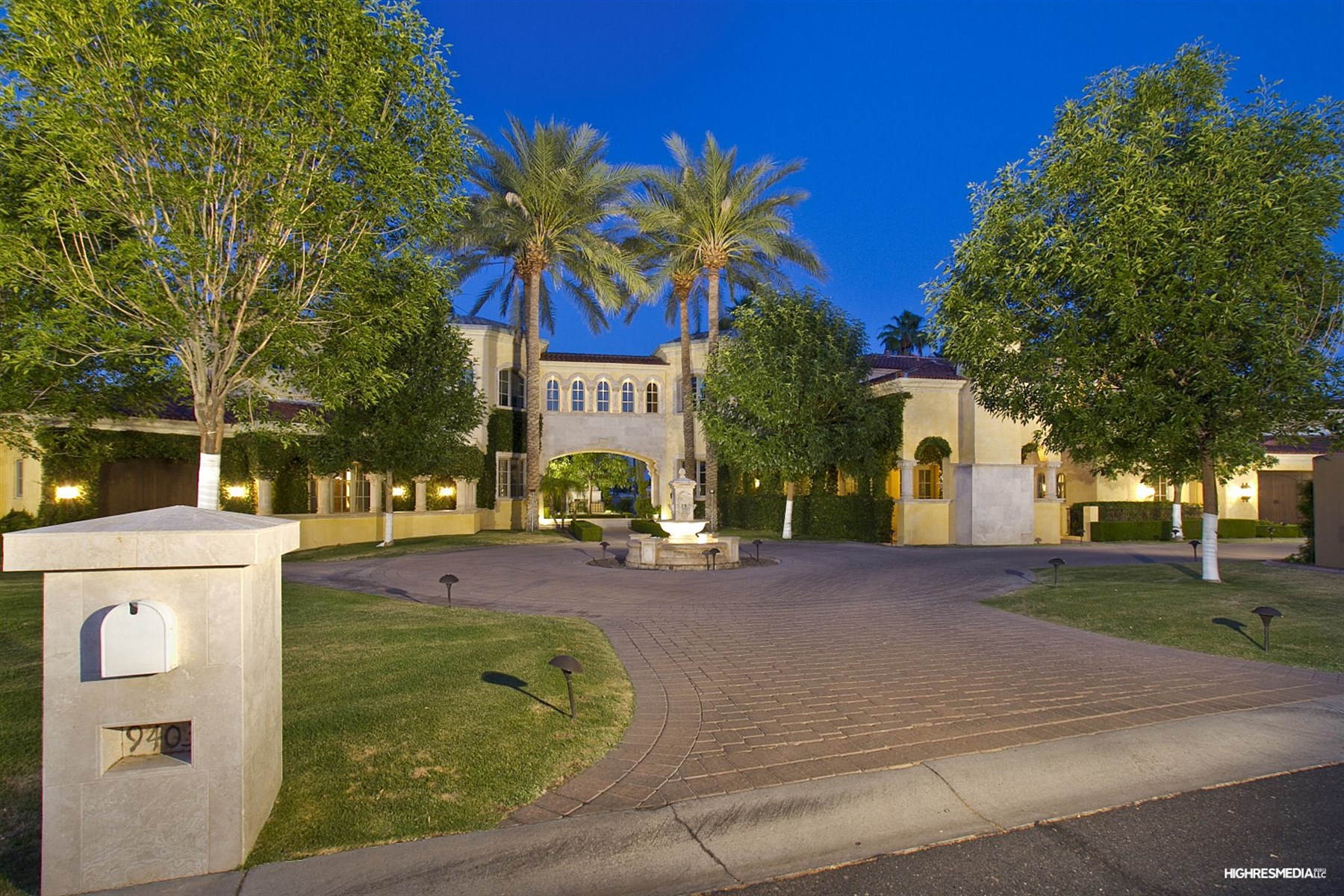 Casa para uma família para Venda às Classic Mediterranean Design Grand Estate on the golf course. 9403 N 55 ST Paradise Valley, Arizona, 85253 Estados Unidos