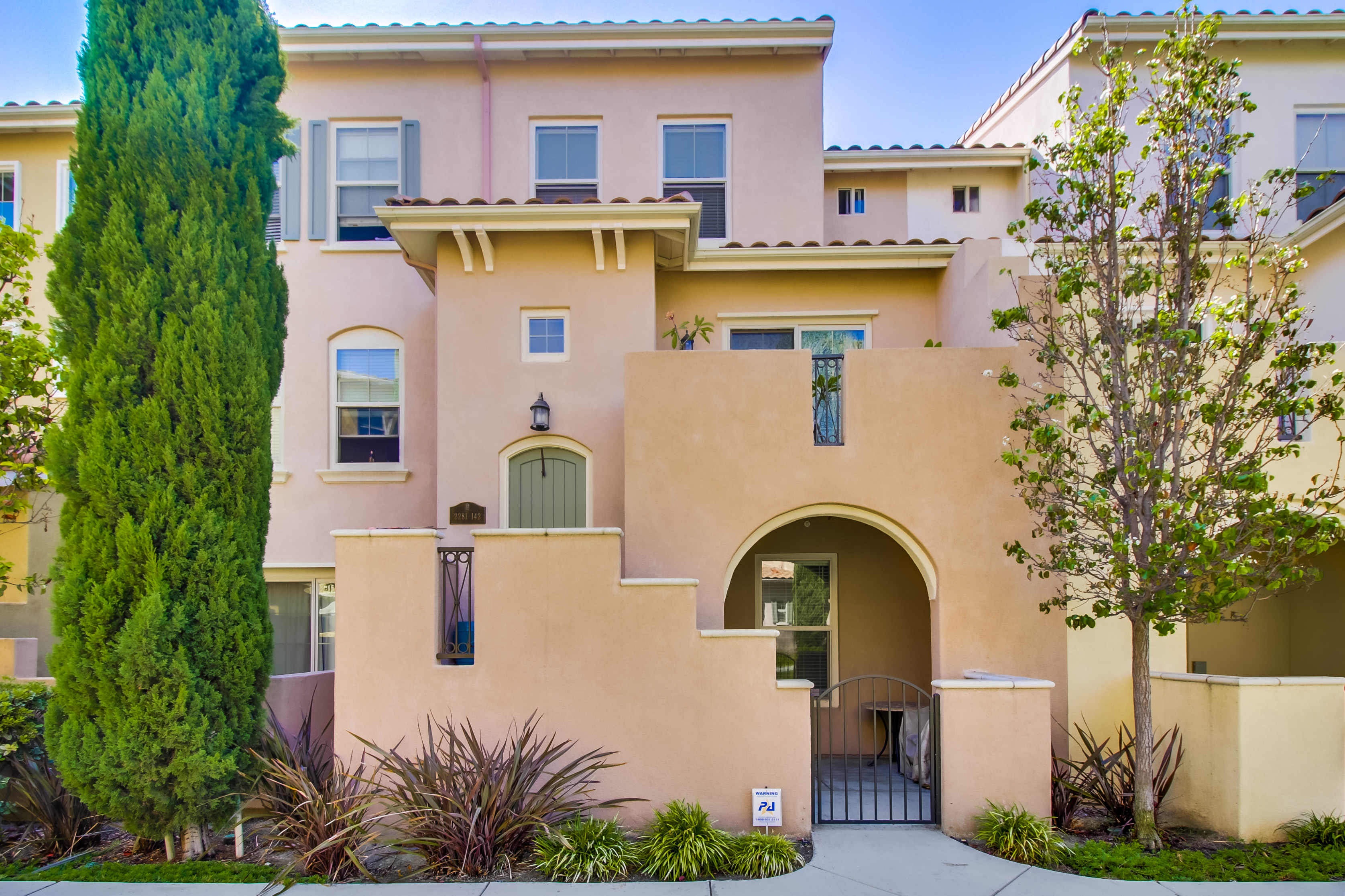 Townhouse for Sale at 2281 Huntington Point Road 2281 Huntington Point Road 142 Chula Vista, California 91914 United States