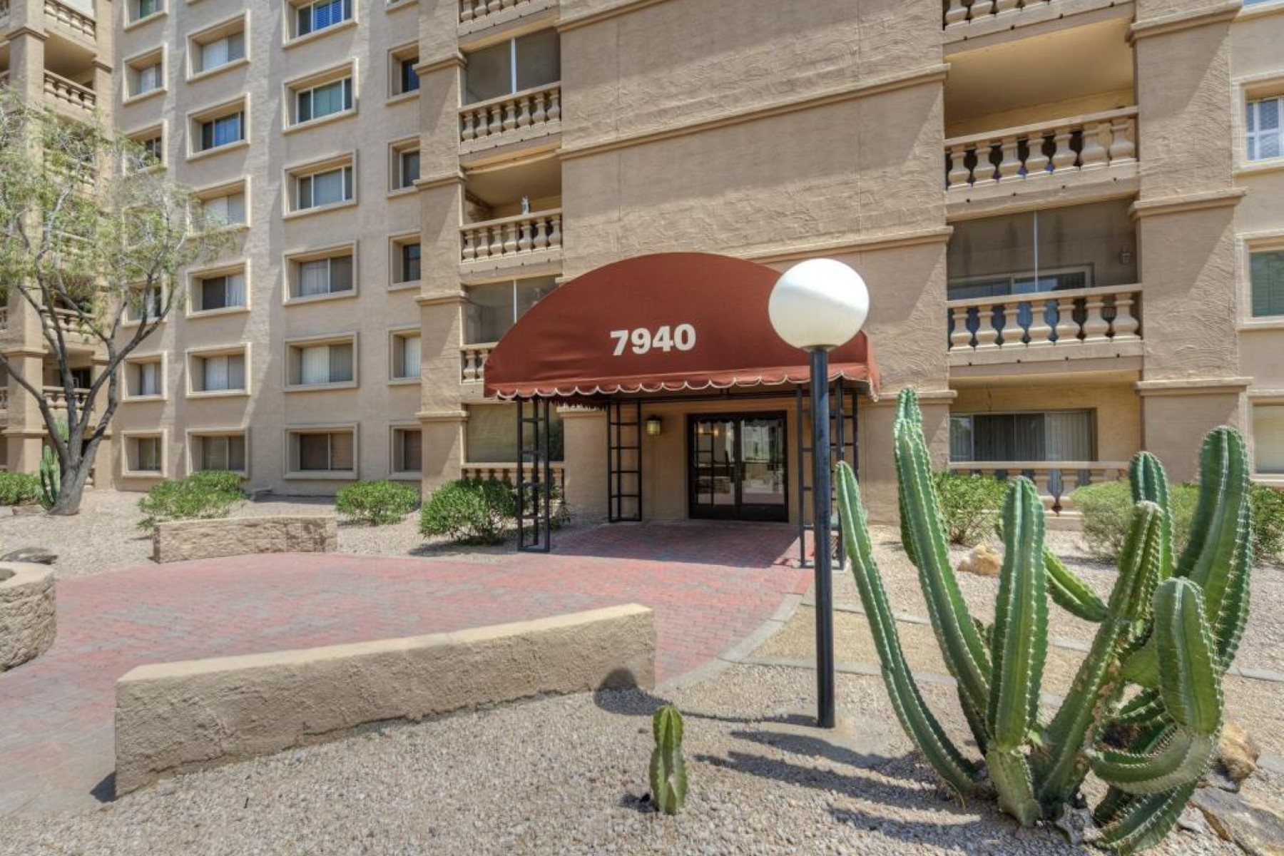 アパート のために 売買 アット A beautiful condo in Scottsdale Shadows with views of Camelback Mountain. 7940 E CAMELBACK RD 603 Scottsdale, アリゾナ 85251 アメリカ合衆国
