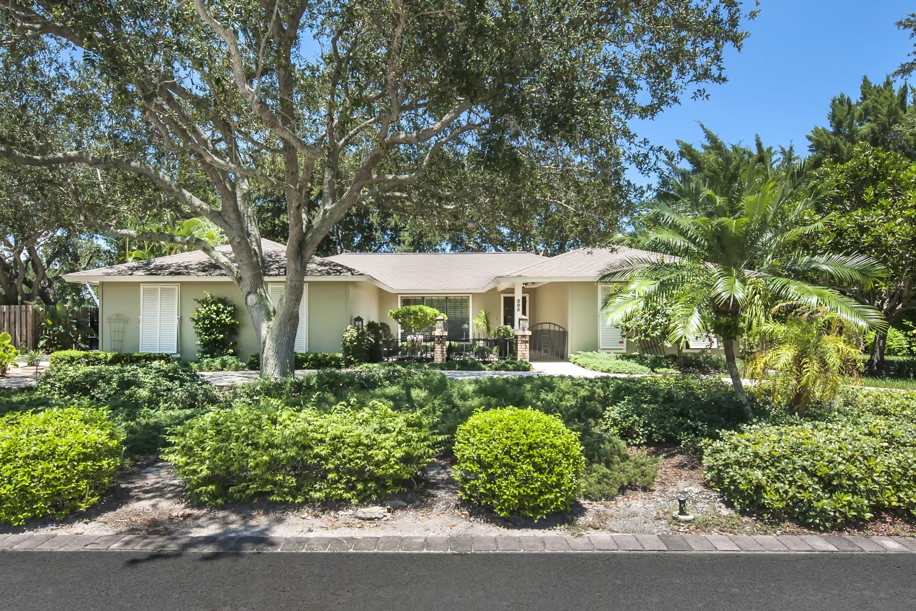 Casa Unifamiliar por un Venta en Inviting riverfront home with dock 205 Greytwig Road Vero Beach, Florida 32963 Estados Unidos