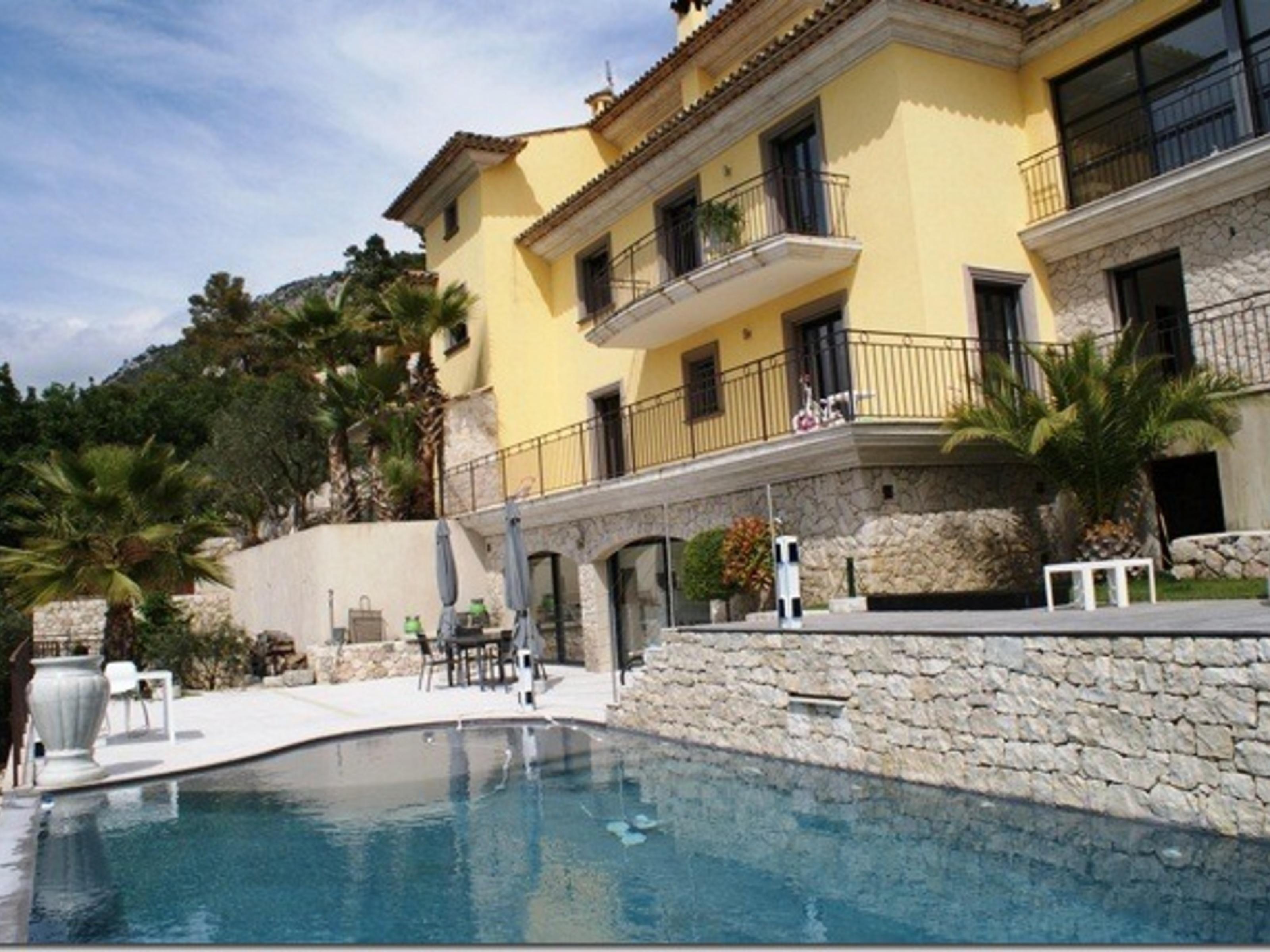 Частный односемейный дом для того Продажа на Countryside Property in Castagnier Other Provence-Alpes-Cote D'Azur, Прованс-Альпы-Лазурный Берег 06000 Франция