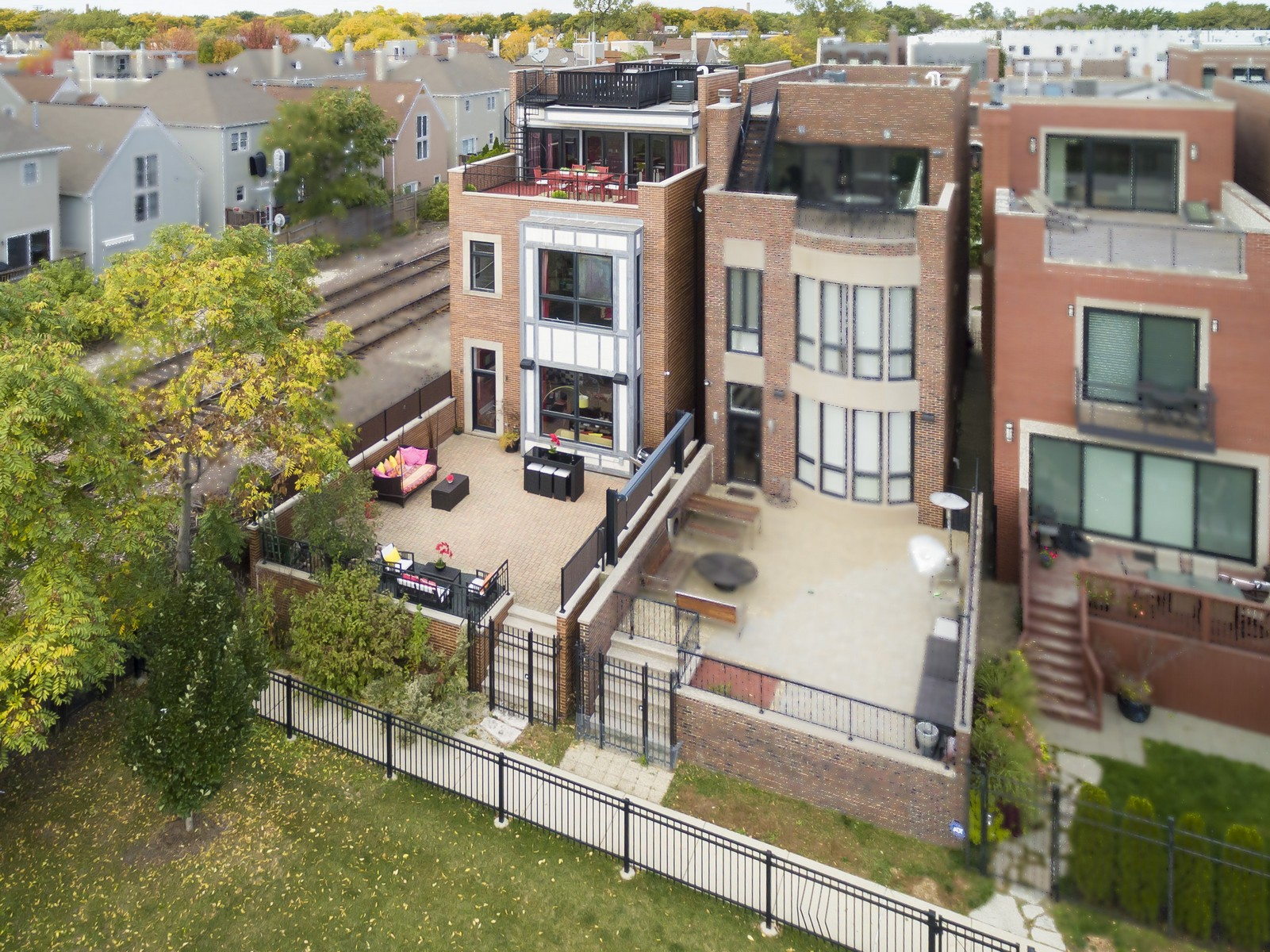 Villa per Vendita alle ore Rarely Available Gem In Burley School District! 1761 W Surf Street Chicago, Illinois, 60657 Stati Uniti