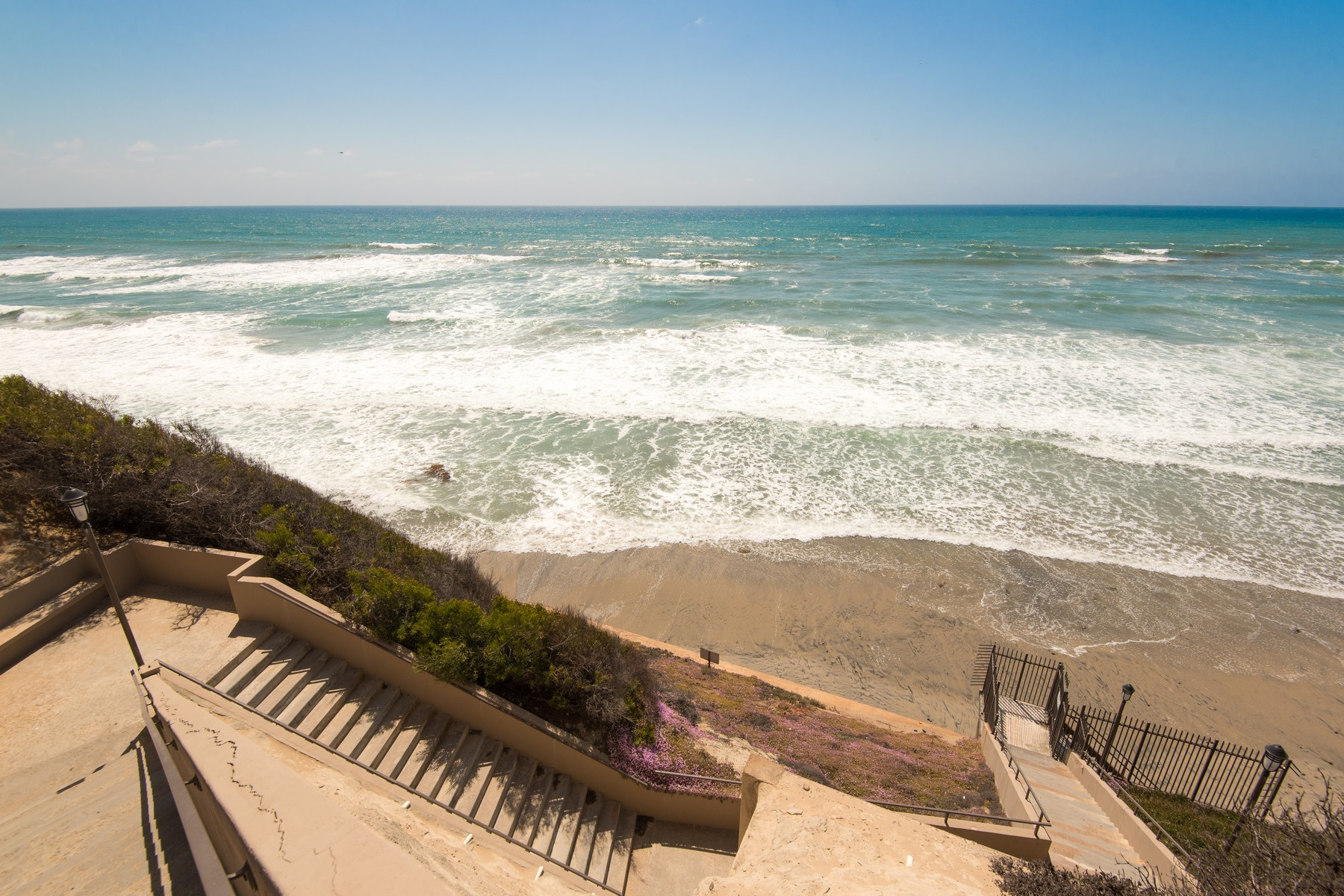 Additional photo for property listing at 762 Ocean Surf Drive  Solana Beach, California 92075 United States