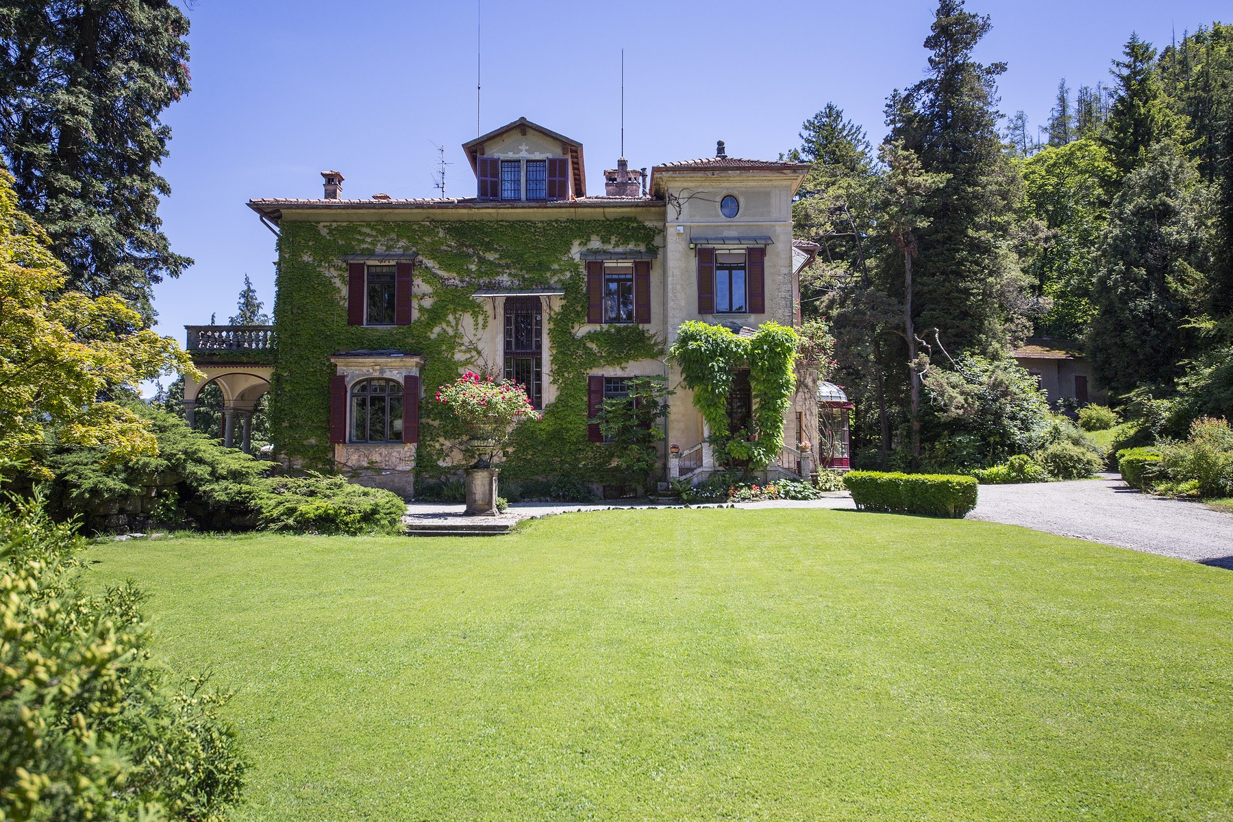 Additional photo for property listing at Wonderful villa with amazing lakeview Via Alfredo Wyatt Menaggio, Como 22017 Italia
