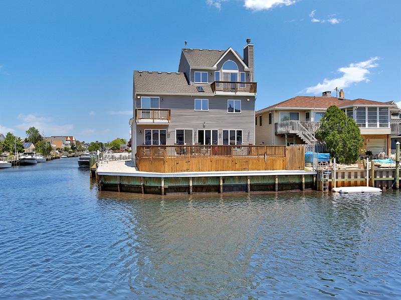 Maison unifamiliale pour l Vente à Large Corner Lagoon Lot 86 Longpoint Drive Brick, New Jersey 08723 États-Unis