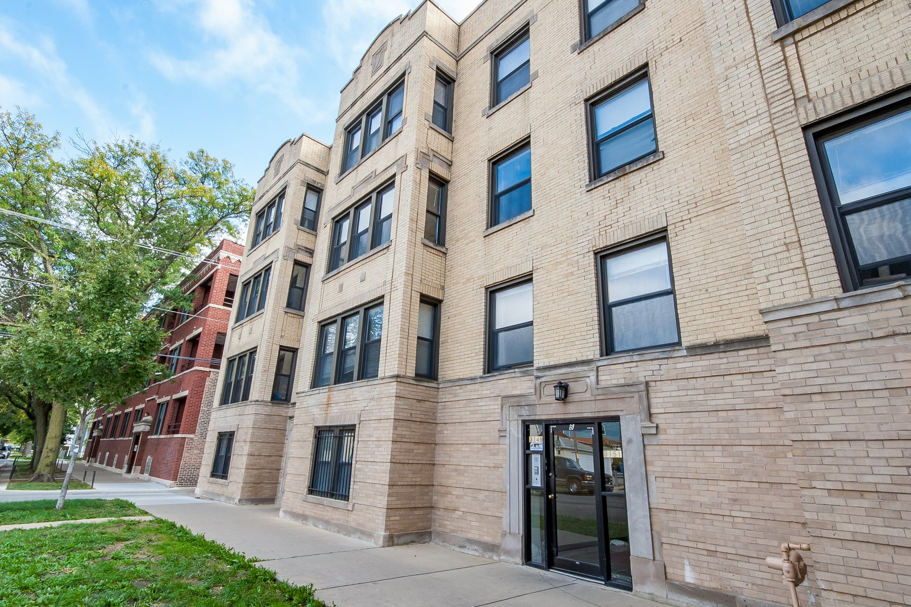 sales property at Gorgeous Avondale Condo