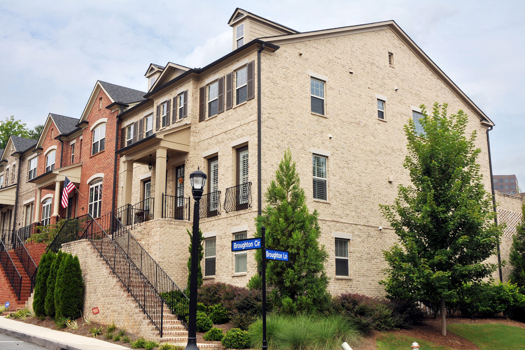 Townhouse for Sale at The Battery On Paces View In Vinings 3732 Broughton Circle SE Vinings, Atlanta, Georgia 30339 United States