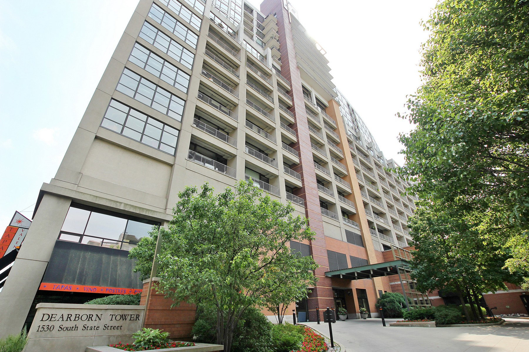 Condominium for Sale at Best Downtown Views in the South Loop! 1530 S State Street Unit 612 Near South Side, Chicago, Illinois, 60605 United States