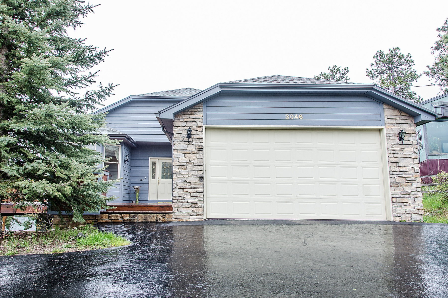 Single Family Home for Sale at Custom Built Raised Ranch with Mountain Views & Premier Location in Bergen Glen 3046 Sun Creek Ridge Evergreen, Colorado 80439 United States