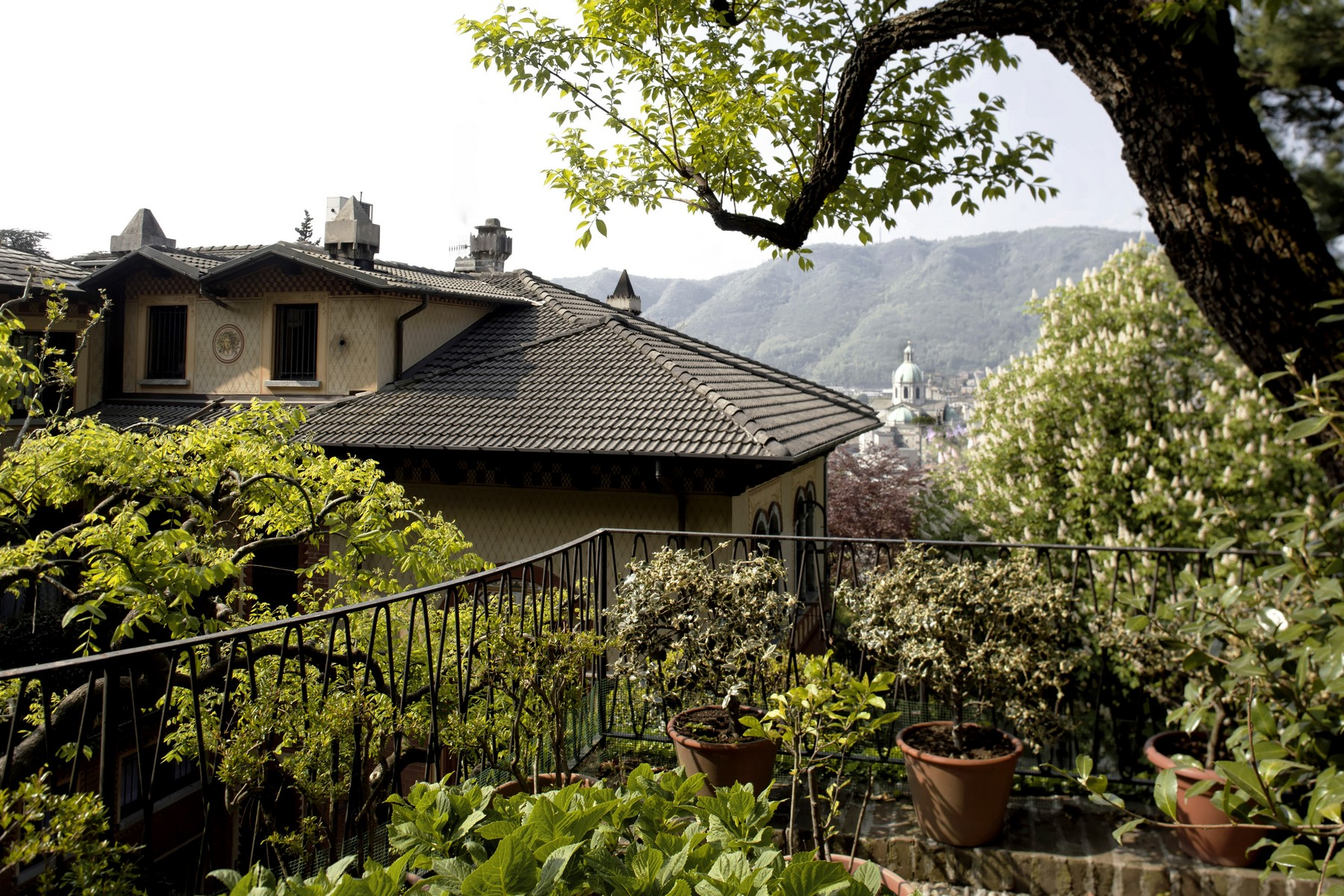 Additional photo for property listing at Majestic period villa in the most elegant neighborhood of the city of Como via Crispi Como, Como 22100 Italie