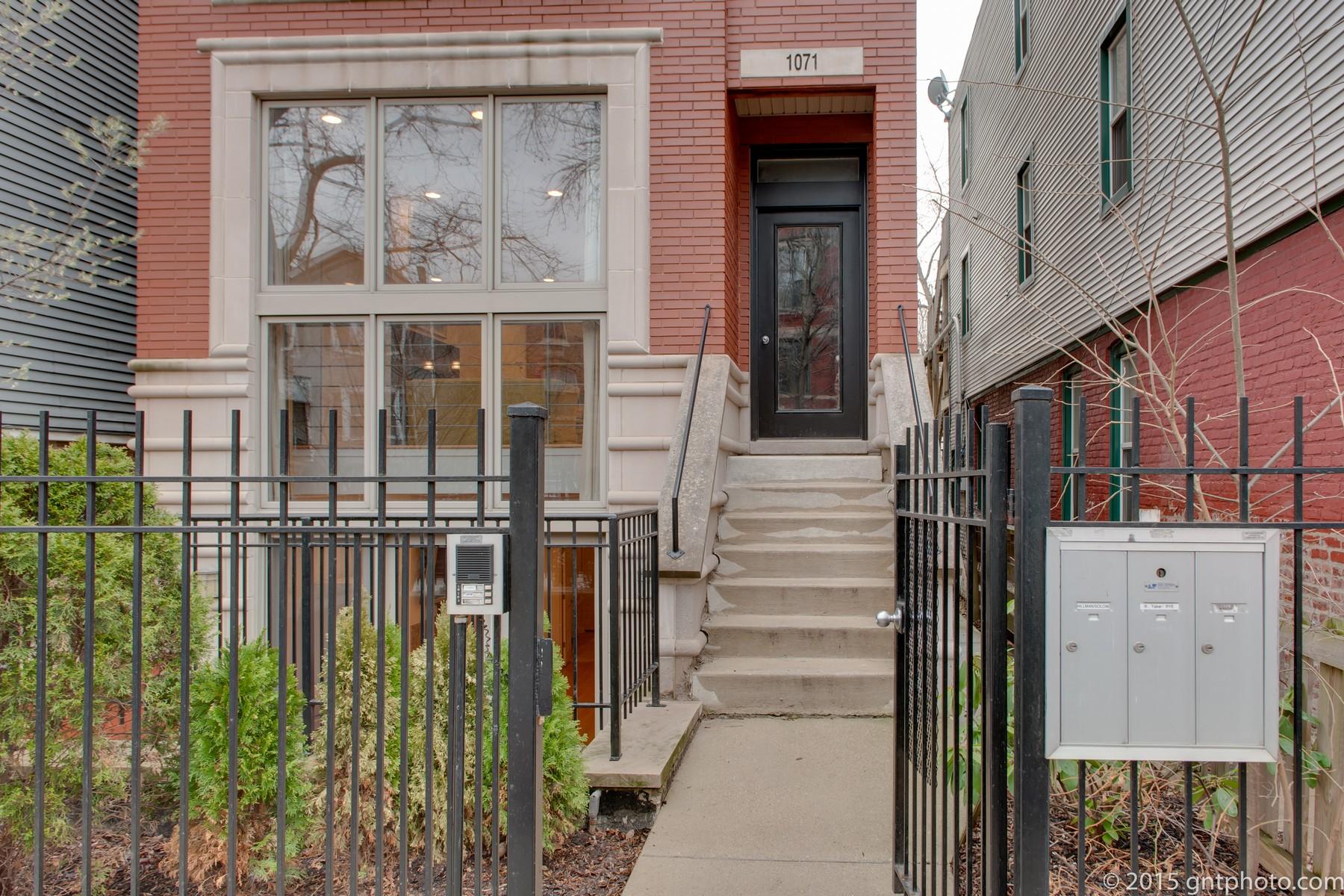 콘도미니엄 용 매매 에 Stunning East Village Duplex! 1071 N Hermitage Avenue Unit 1 West Town, Chicago, 일리노이즈, 60622 미국