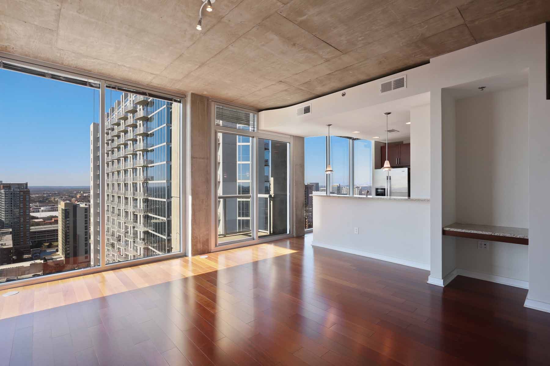 Condominio por un Venta en Fantastic opportunity on one of the largest 1 bedroom floor plans at Viewpoint! 855 Peachtree Street NE No. 2201 Atlanta, Georgia 30308 Estados Unidos