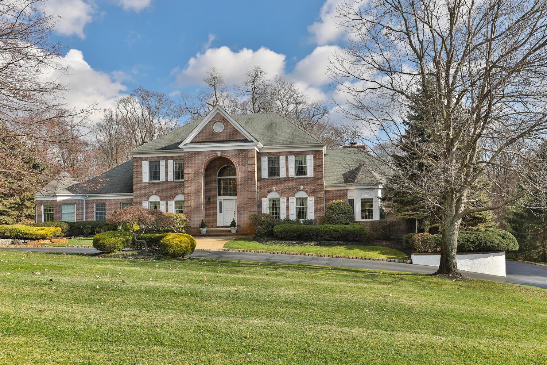 Casa para uma família para Venda às Elegant Custom Colonial 3 Concord Court Colts Neck, Nova Jersey, 07722 Estados Unidos