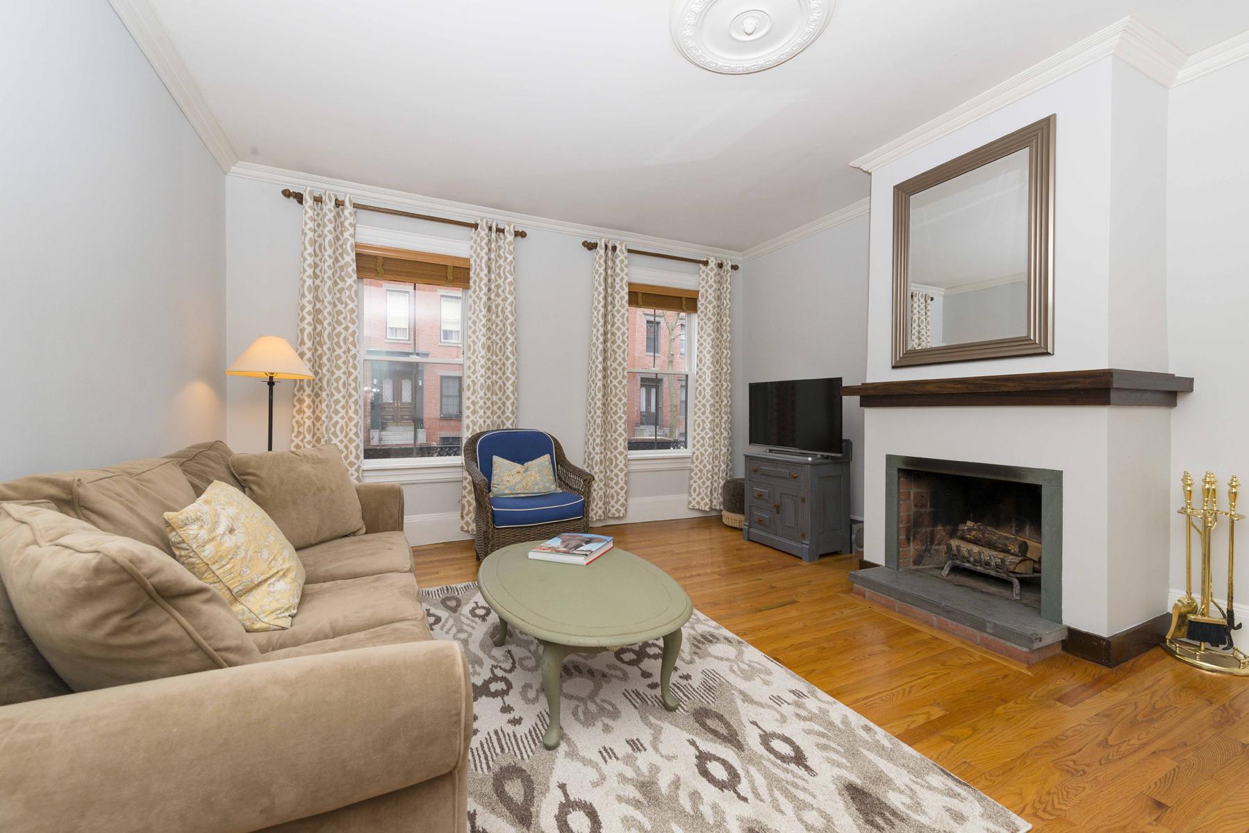 콘도미니엄 용 매매 에 Elegant Parlor and Street level 2 BR 1.5 Bath 31 E Springfied St - Unit 1 South End, Boston, 매사추세츠, 02118 미국