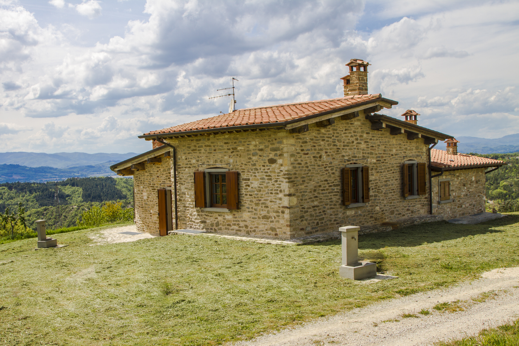 Additional photo for property listing at Umbrian style villa with magnificent views Citta Di Castello, Perugia Italien