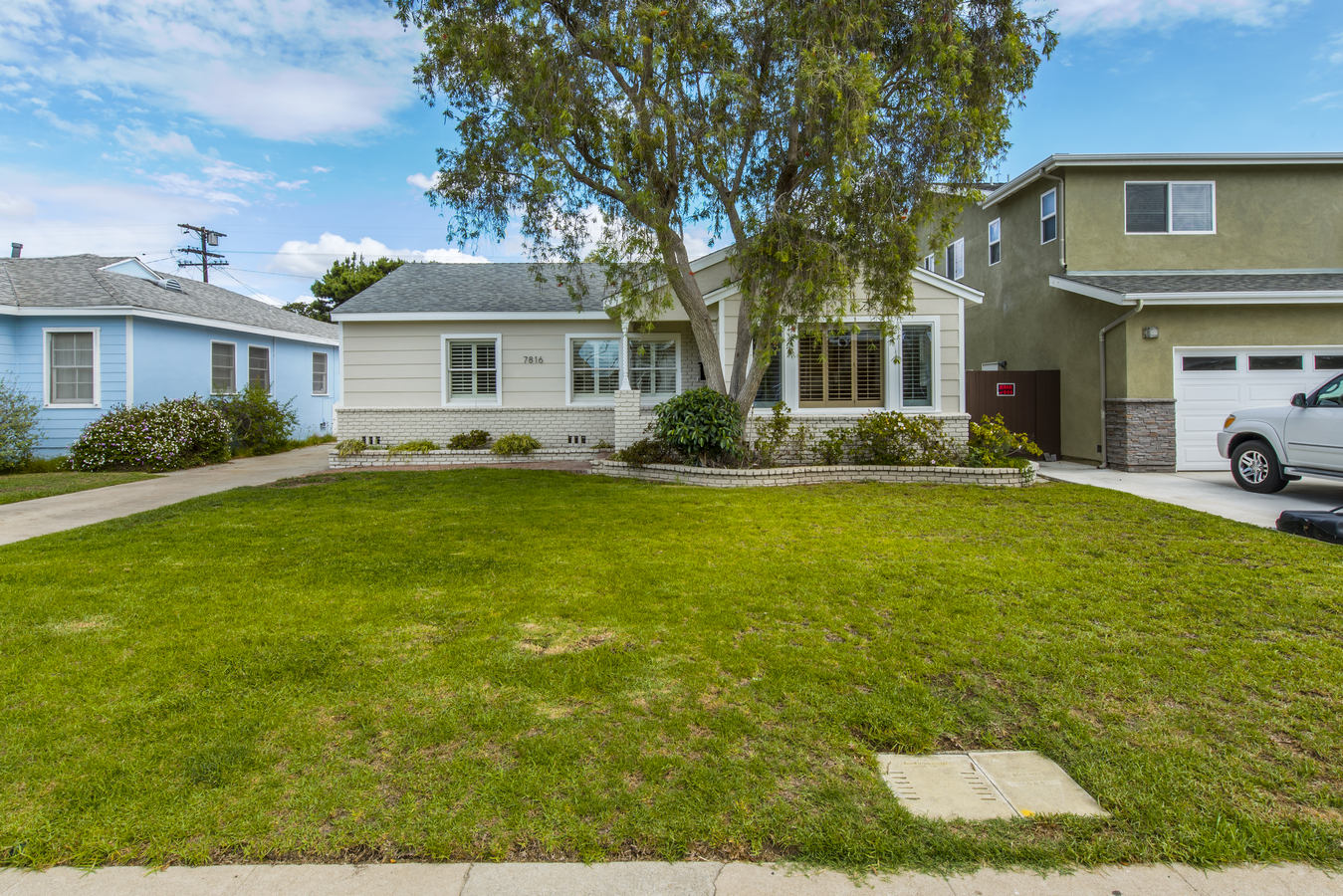 Single Family Home for Sale at 7816 Westlawn Ave Los Angeles, California 90045 United States