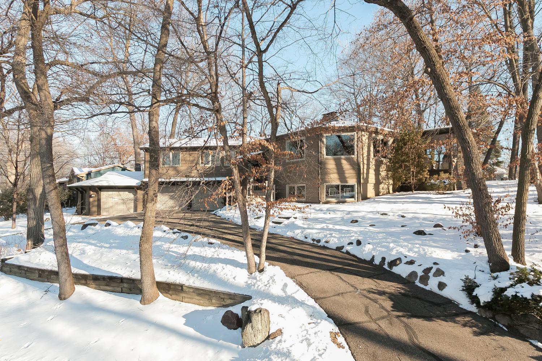 Villa per Vendita alle ore 7022 Dakota Circle Chanhassen, Minnesota 55317 Stati Uniti