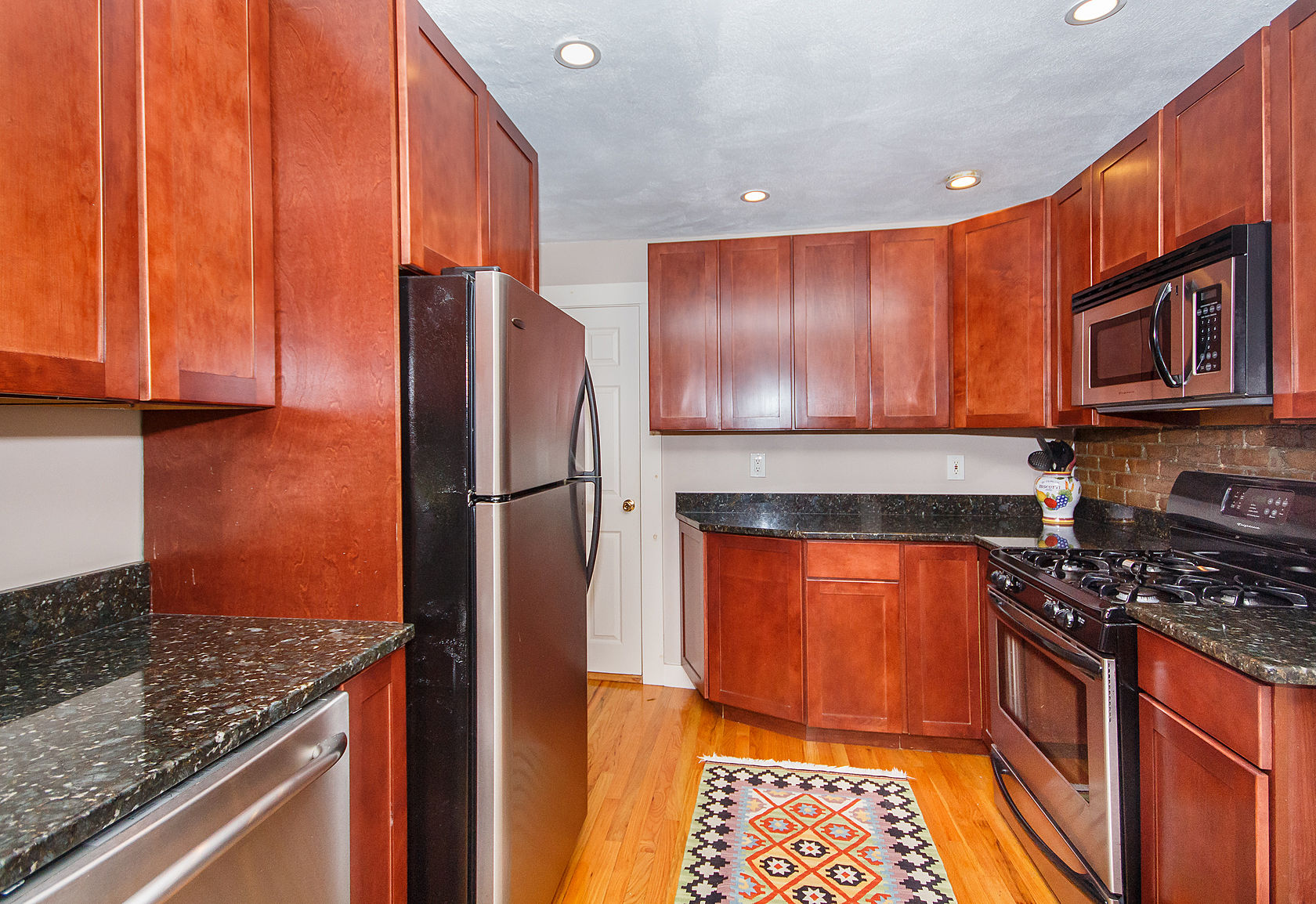 Condominio por un Venta en 197 Bunker Hill Street - Unit 1 Boston, Massachusetts 02129 Estados Unidos