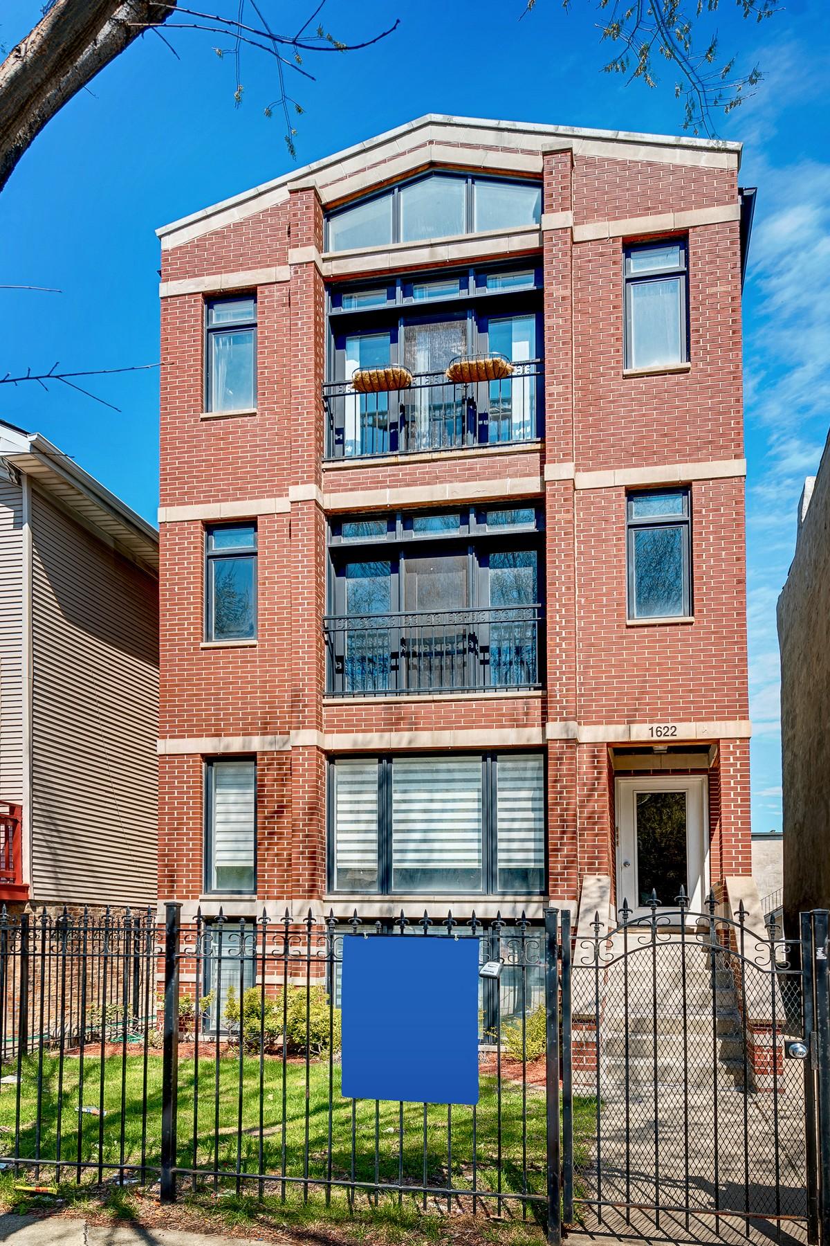 Dubleks için Satış at Spacious Near West Side Three Bed 1622 W Warren Boulevard Unit 1 Near West Side, Chicago, Illinois, 60612 Amerika Birleşik Devletleri