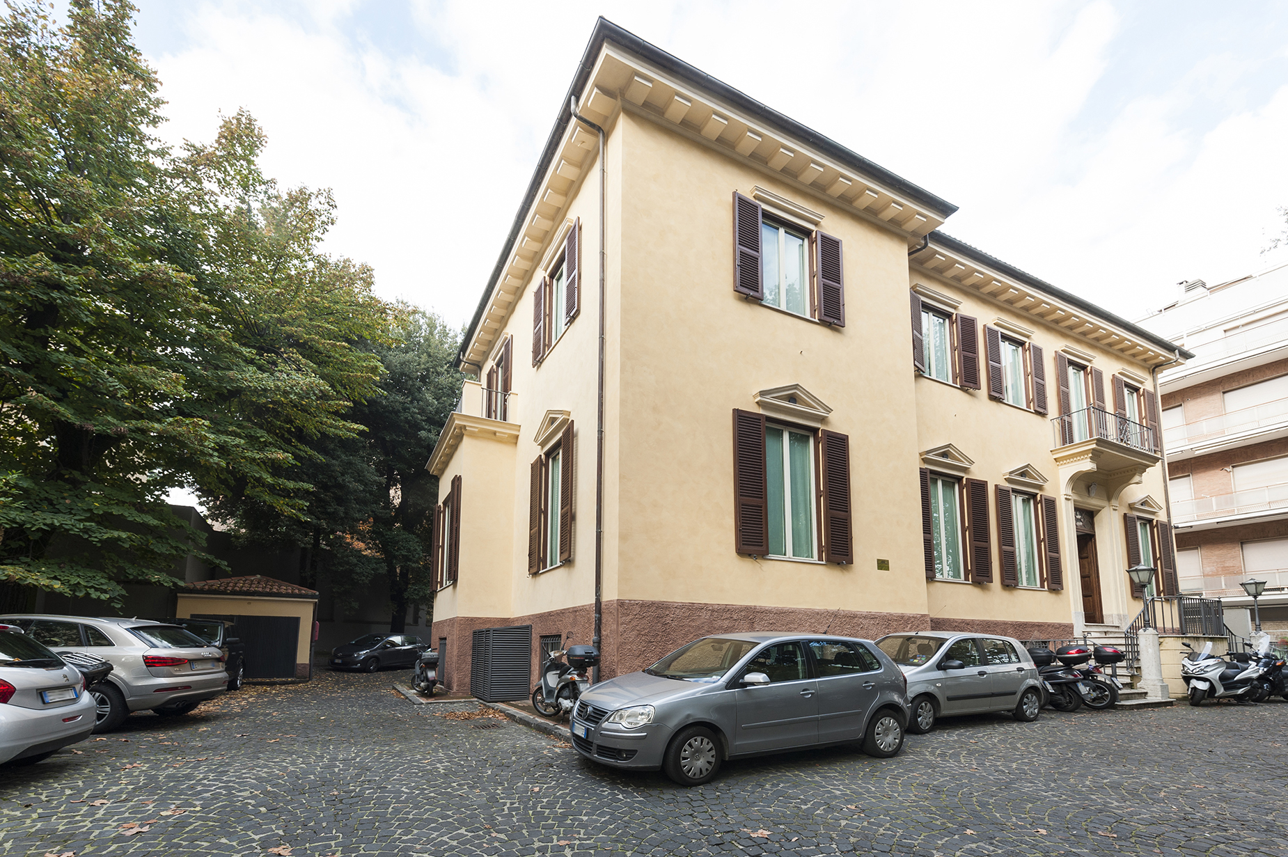 Additional photo for property listing at Prestigious period house with private parking Viale Gioacchino Rossini Rome, Rome 00197 Italie