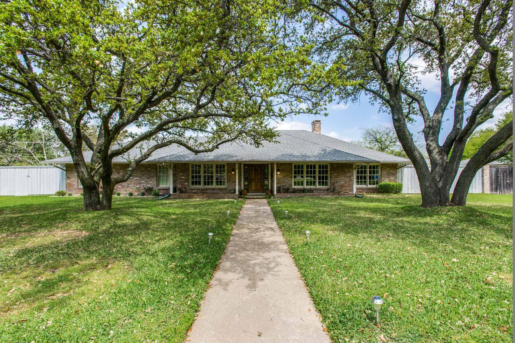 Villa per Vendita alle ore Wonderful Family Home 4317 Nashwood Ln Dallas, Texas, 75244 Stati Uniti